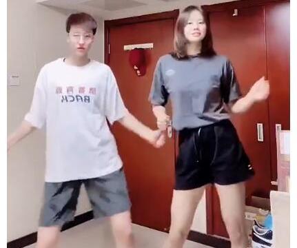可爱!女排国手秀呆萌舞蹈,龚翔宇1米3大长腿抢镜,网友:恋爱了