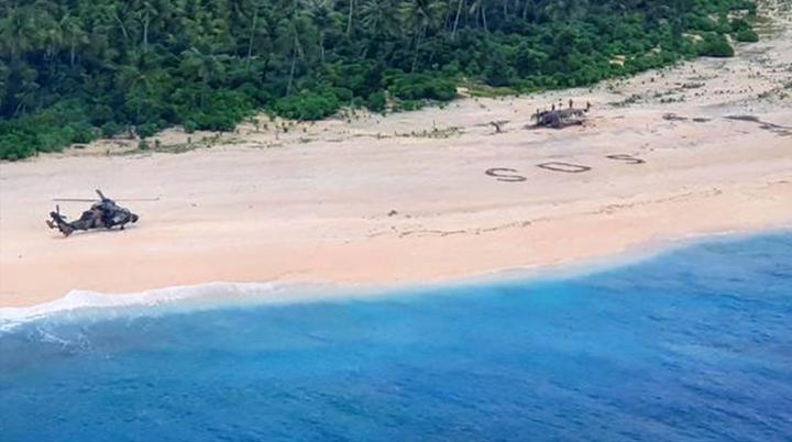现实版荒岛求生!3名水手被困小岛三天 沙滩写下巨大SOS求救