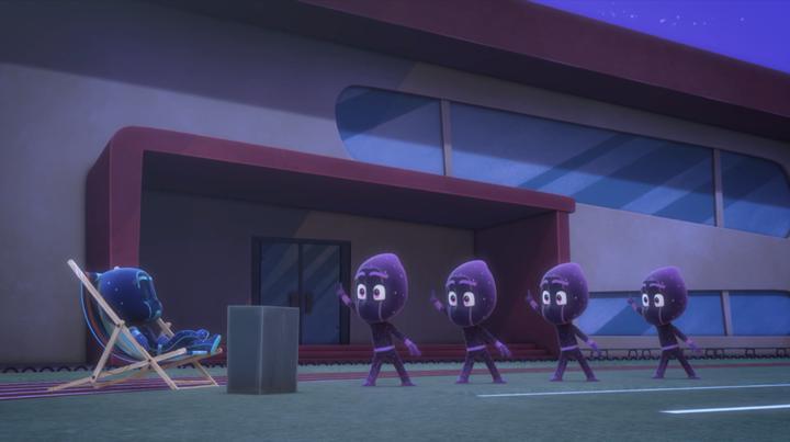 睡衣小英雄:这群忍者太搞笑了,在外面跳广场舞,可真够悠闲的