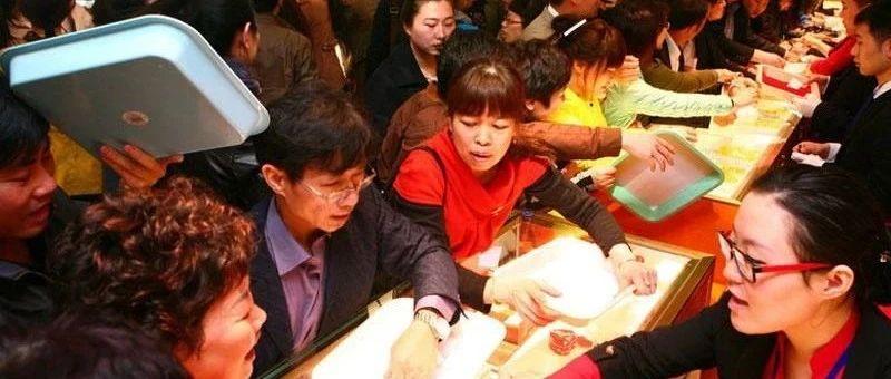 金价创新高、黄金股翻倍!与华尔街抢黄金的中国大妈都去哪了?