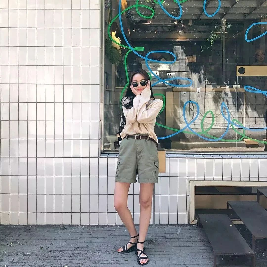 """今夏平底鞋+ """" 网红裤 """"正流行!巨显腿长巨时髦!"""
