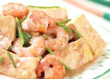 虾酱烧豆腐,三鲜溜鱼片,魔芋烧鸭,拔丝芋头的做法