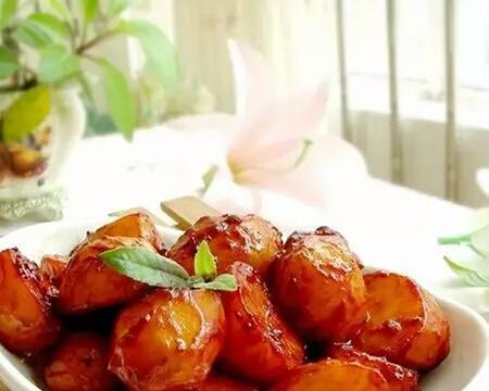 红烧土豆,玉米薄饼,菠萝炒饭,青椒炒茭白的做法