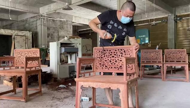 不管是木雕,还是做家具,好像没有我不会的工序