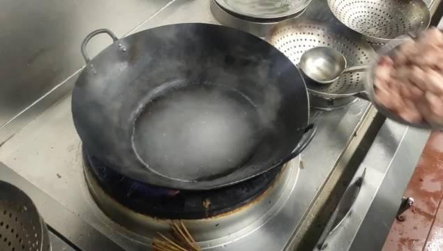 厨师长教你生煎羊肉的正确做法 按照这个方法 保证羊肉一点膻味没