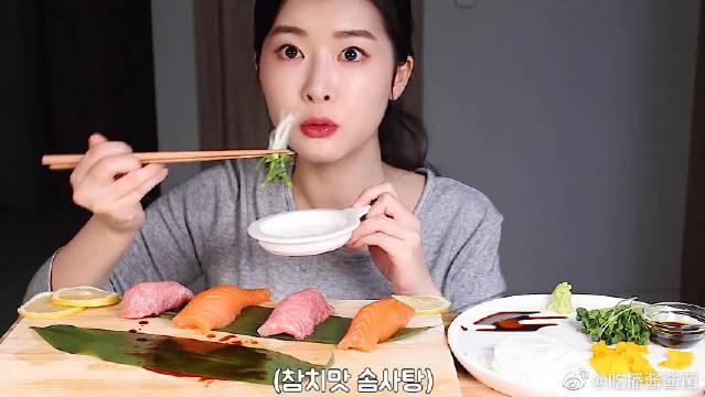 """""""金枪鱼+三文鱼+酸甜脆萝卜"""",蘸着调味酱,喝着冰果茶……"""