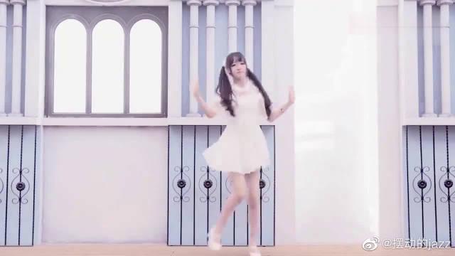 大学校花教学楼跳舞,这身材不去当模特,真是可惜了!