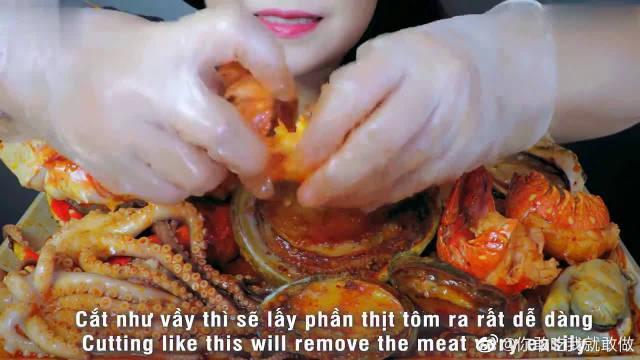 麻辣小龙虾、大鲍鱼章鱼、帝王蟹腿、牡蛎……