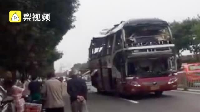 济南一大巴车发生爆炸:司机跳车逃离……