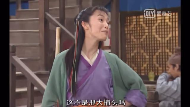《武林外传》老邢来店里吃饭 因为小郭是郭巨侠的女儿对她毕恭毕