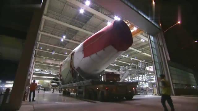 见识下空客A380大型客机组装和喷漆过程……
