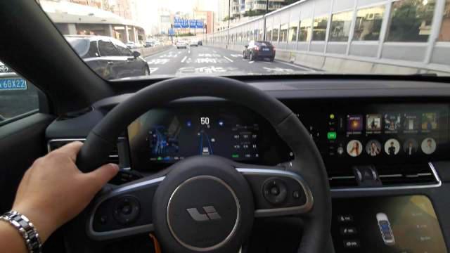 给大家演示下L2级别的新能源汽车自动驾驶……