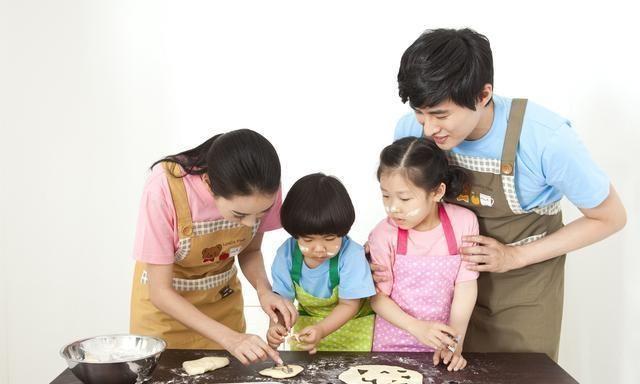 白岩松育儿观火了:想要孩子优秀有出息,就要舍得让孩子吃3种苦
