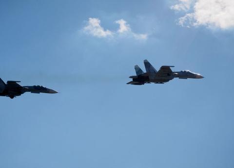 美侦察机被海航苏27包围,白宫态度不再嚣张,俄:大国终于出手了