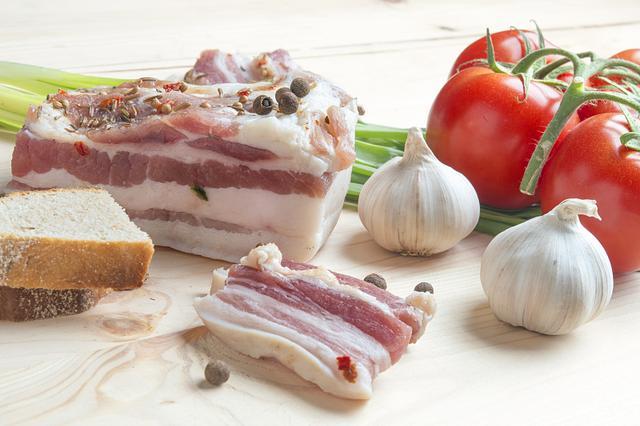 这三种食物尽量少吃,对肝脏的伤害太大,小心肝病靠近你