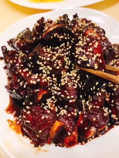 今日美食教程:糖醋排骨,剁椒蒸鱼腩,炒油菜心