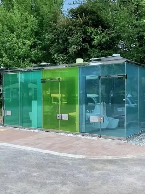 前几天很多人讨论的 涩谷一处公园里的透明卫生间……
