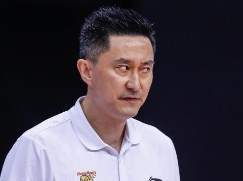CBA消息速递:郭士强签约广州,杜峰输球后发声,林书豪挺解立彬