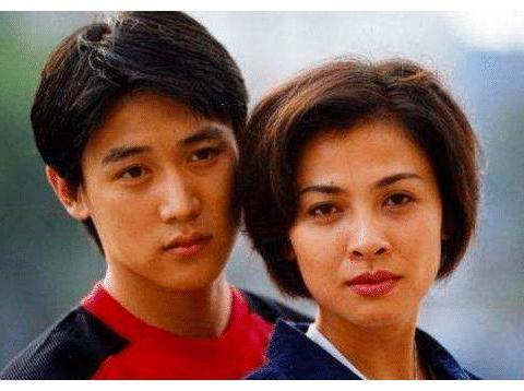 演员张晨光:为娶她送了4年玫瑰,婚后房产都在老婆名下!