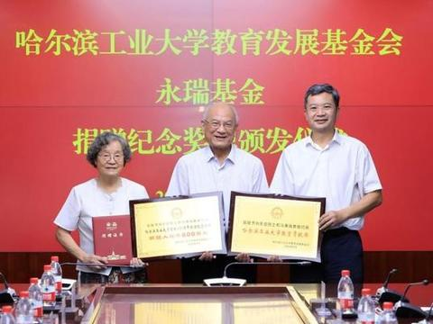 学界有刘永坦院士捐赠800万,物流界有京东物流五件套被国博收藏