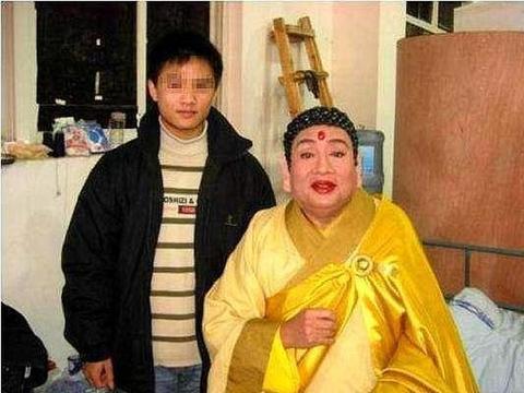 西游记如来佛祖的扮演者,到泰国买佛像,却发现那个佛像是自己