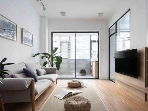 """64平小户型两房,电视墙做一半""""玻璃门"""",空间更通透,宽敞明亮"""