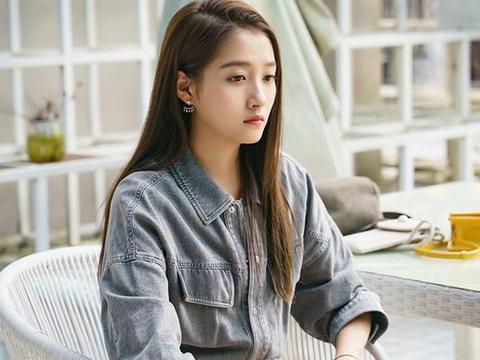 关晓彤到上海探班男友鹿晗,两人公开交往近3年恋情稳定