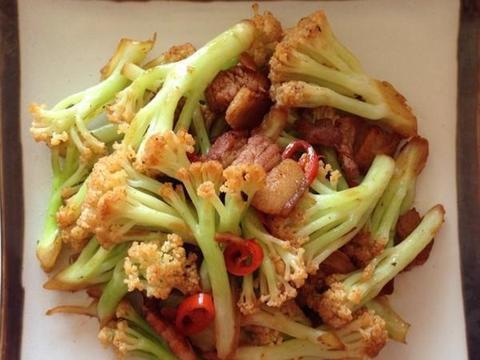 蟹粉捞面,五花肉炒花菜,滑菇肥肠,葱油鱼的做法