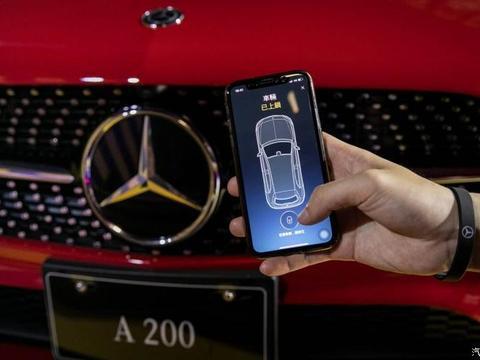 """奔驰推出三款智能App,可随时开关车门、""""检查身体"""""""