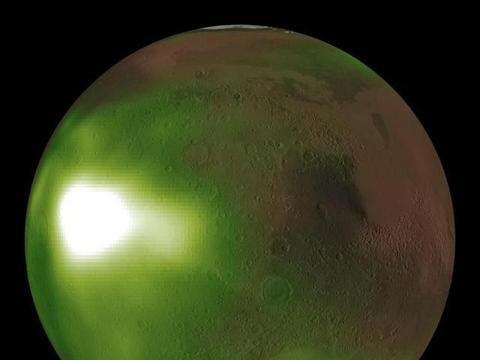 美国宇航局MAVEN航天器的图像显示,火星夜空在紫外线下脉动