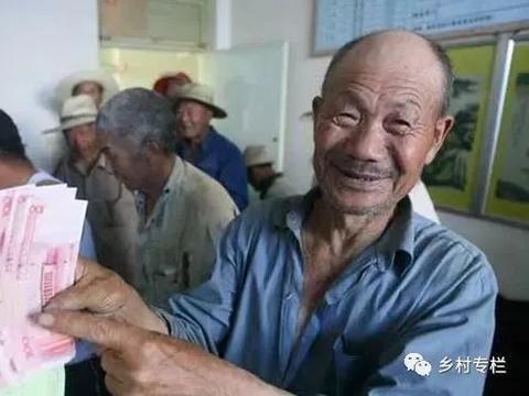 """村委提醒:""""农村户口""""5项补贴将一次性发放到位,人均5万元"""