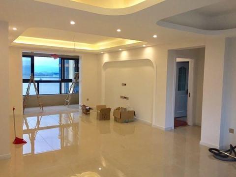 新房硬装结束,保洁完毕看着挺敞亮的,就只等家具进场了
