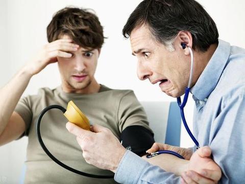 """不论男女,身上出现3种迹象,说明高血压可能一直""""潜伏""""在身边"""