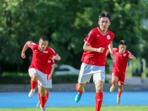 内蒙古足球特长生考进北大,曾去恒大足校培训,偶像是梅西