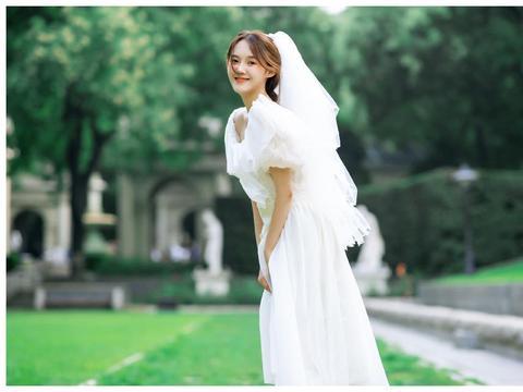 张鑫磊微博晒婚纱照,网友:这是隐婚了?