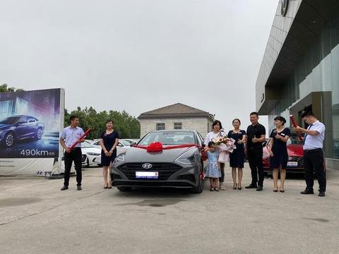 河南车友花21万元买到全新索纳塔10,顶配旗舰型,家人都支持他