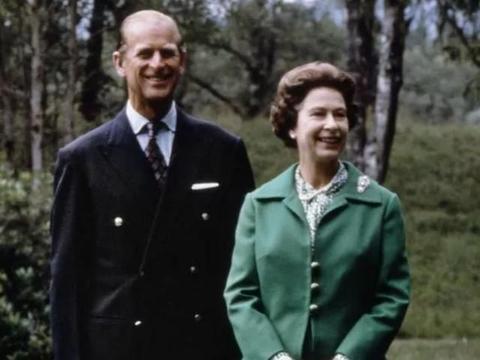 """94岁女王心碎,王室团聚希望破灭,含泪接受一场""""囚禁式""""假期!"""