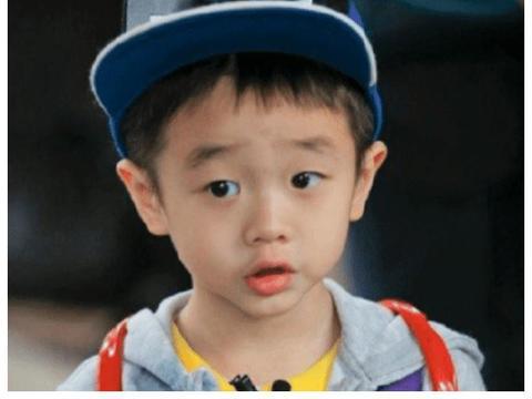 杨阳洋曾因单眼皮被网友热议,如今长大成小鲜肉,男大也十八变?
