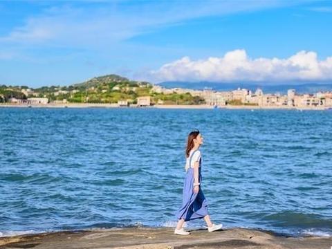 福建平潭岛天然海蚀竖井,直径50米深40米,旁边峡谷像巴厘岛蓝点