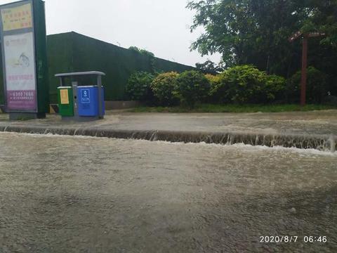 看海!昨夜一场暴雨 今早郑州南三环等多个路段汪洋一片