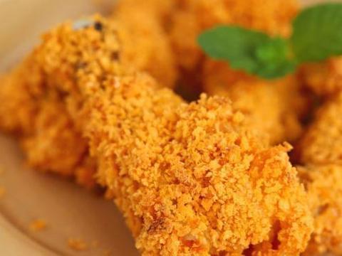 在家做宝贝爱吃的香辣烤鸡翅,味道分分钟钟胜过外面的洋快餐店