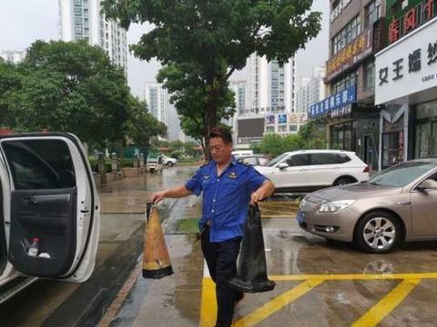 薛城区综合行政执法局专项治理侵占停车泊位现象