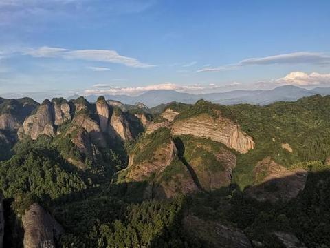 湖南和广西的界山,以丹霞地貌入选世界自然遗产,景色震撼