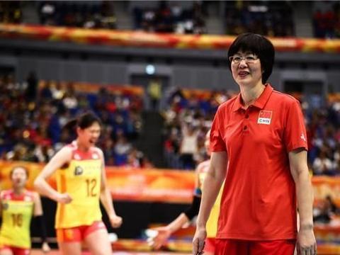 中国女排一项纪录被打破,朱婷拼尽全力,郎平看着干着急