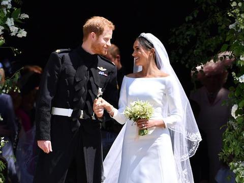 """被网暴怕了?""""妻管严""""哈里出面护妻好高甜,梅根御夫有术有妙招"""