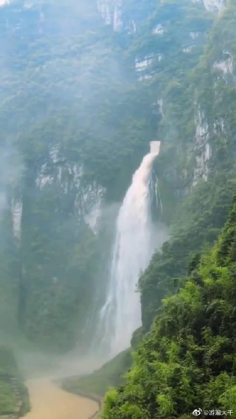 为了拍这个风景,无人机不幸被瀑布吞没,享年30天……
