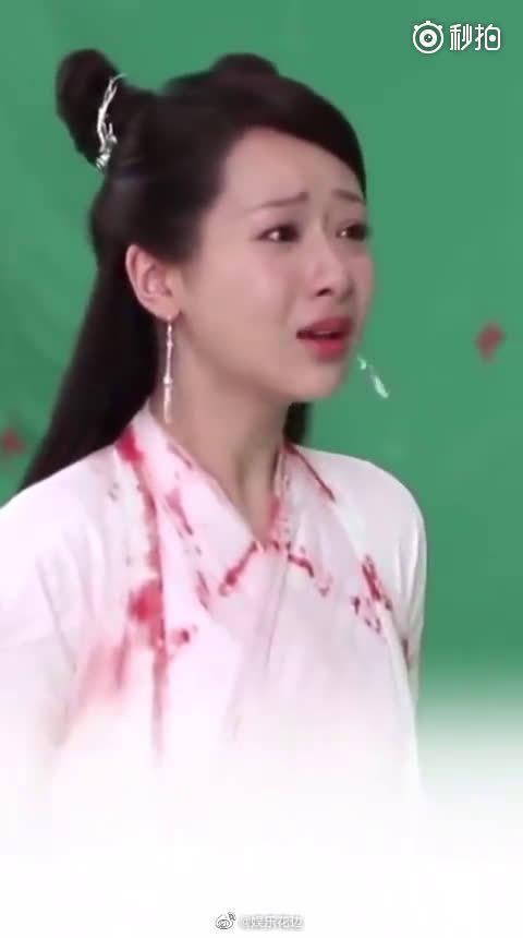 杨紫演技炸裂,拍哭戏眼睛都哭红肿了,让人好心疼!