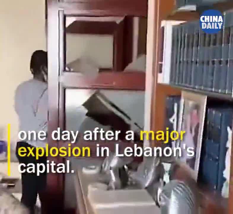 大爆炸后,黎巴嫩老奶奶在废墟中按下琴键的那刻,太治愈了