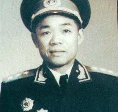 韩先楚当过兵团司令员吗,他接替另一位开国上将,任期并不长