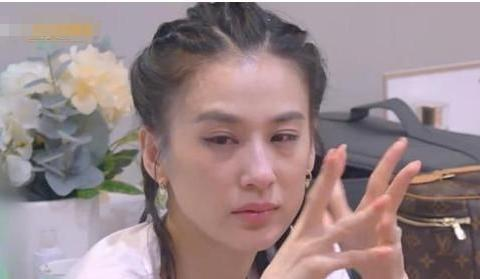黄圣依采访中痛哭,老公爱好炫富不靠谱,豪门太太只能复出赚钱